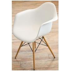 Plastikinė kėdė su medinėmis kojomis 1776